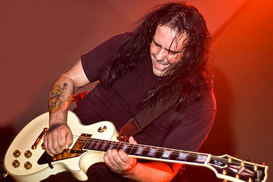 Врачи устанавливают причину смерти легендарного гитариста Ministry Майка Скаччиа